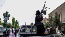 Talibã dispara para o alto do lado de fora do aeroporto de Cabul