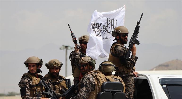 Talibã ocupou o aeroporto de Cabul assim que o último avião norte-americano decolou do país