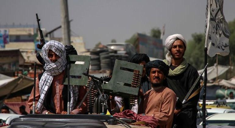 Talibã retomou o controle do Afeganistão há exatamente um mês