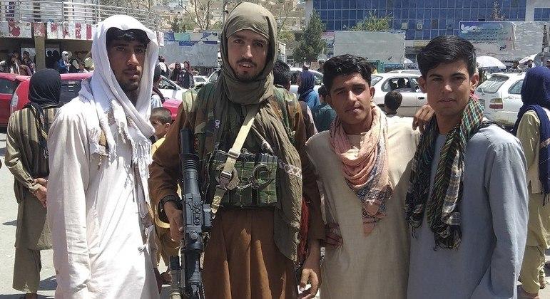 Talibã iniciou uma ofensiva no Afeganistão desde o início da retirada das tropas internacionais