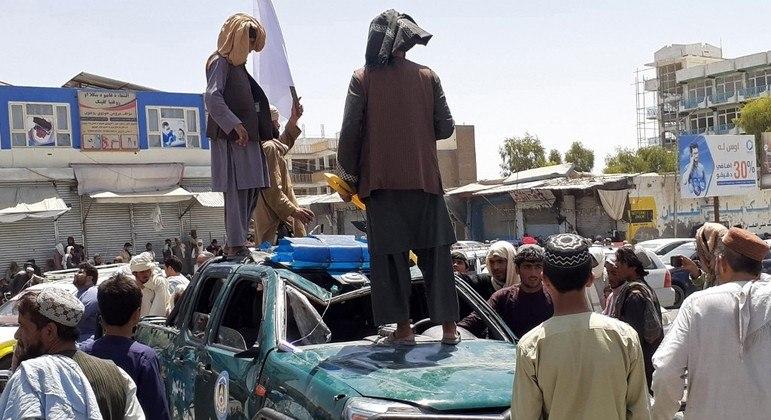 Saque inesperado ajudou muito o Talibã, que também se abastece de armas no Paquistão