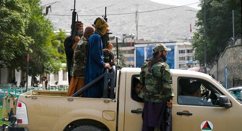 Avanço dos talibãs aconteceu praticamente sem resistência