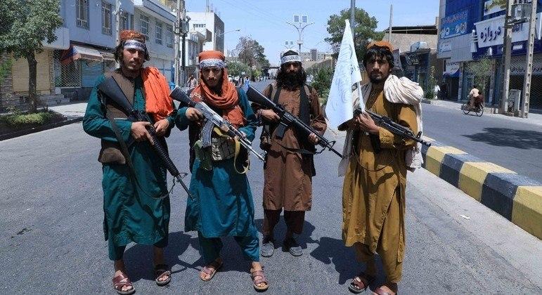 Talibã está no controle da capital Cabul desde domingo (15)