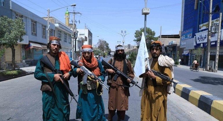 Talibã estaria executando operações organizadas de busca por jornalistas pelo Afeganistão