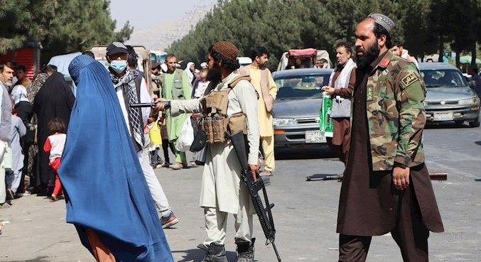 Talibã controla o Afeganistão, país cujas instituições estão enfraquecidas