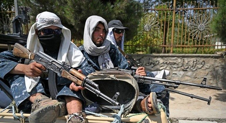 Talibã está no controle da capital Cabul, mas enfrenta a reação do braço do Estado Islâmico no país
