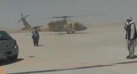 Talibãs testam helicóptero que pertencia ao exército afegão