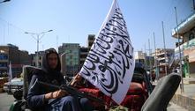 Talibãs reprimem protesto em defesa da bandeira do Afeganistão