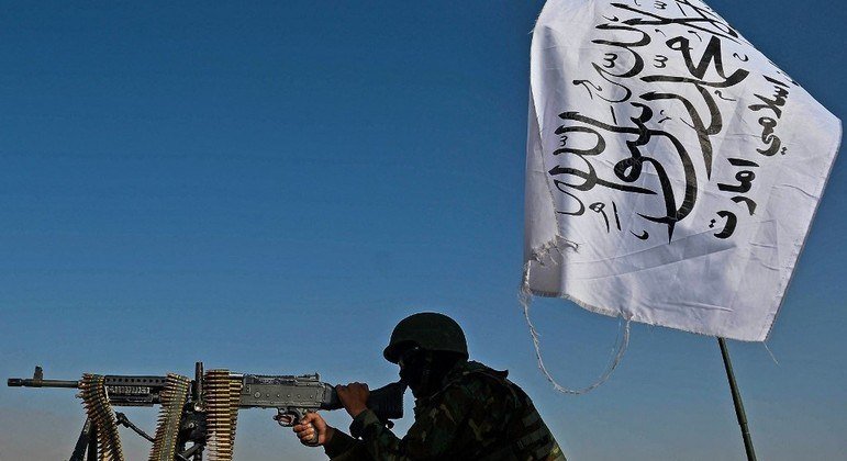 """O grupo extremista Talibã declarou que os Estados Unidos não devem """"desestabilizar"""" o novo regime do Afeganistão"""