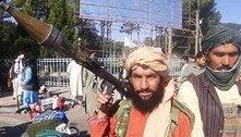 Talibãs avançam rumo a Cabul em meio à retirada ocidental