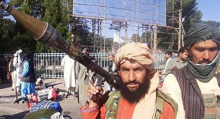 Talibãs tomaram a cidade de Herat, terceira maior do Afeganistão, na quinta-feira