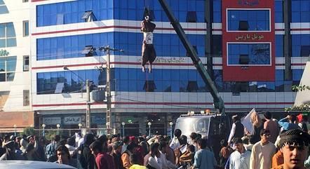 Corpo foi pendurado na cidade de Herat