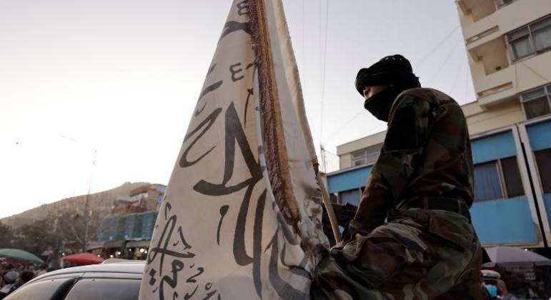 Um chefe da polícia talibã morreu durante a passagem de seu comboio no leste do Afeganistão