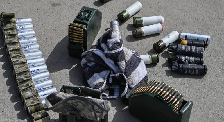 Munição deixada pelos EUA no aeroporto de Cabul