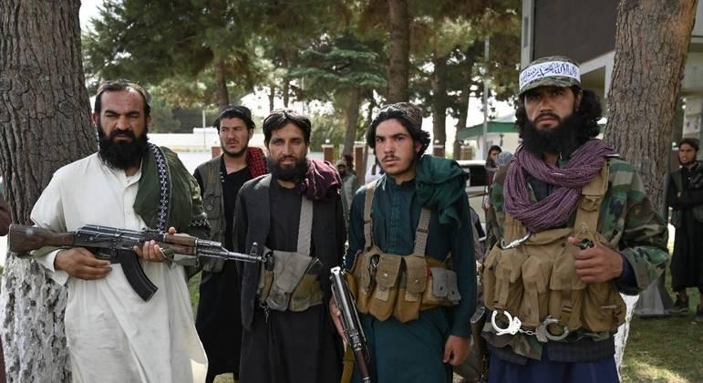 Talibãs teriam encontrado dinheiro e barras de ouro na província de Panjshir, no norte do país