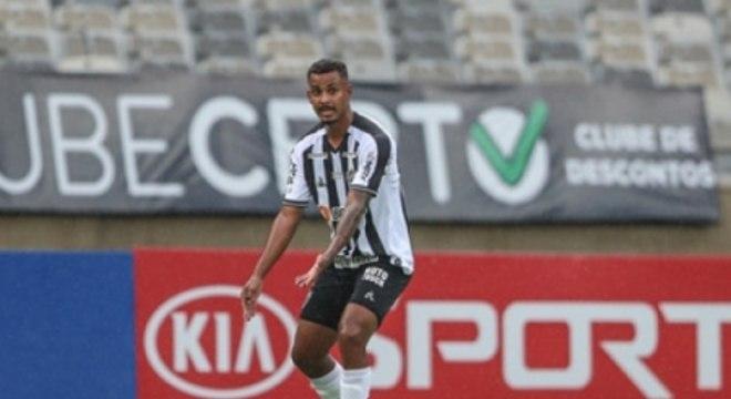 Talison deixou boa impressão em Cuca e pode ter uma chance no clássico contra o Cruzeiro