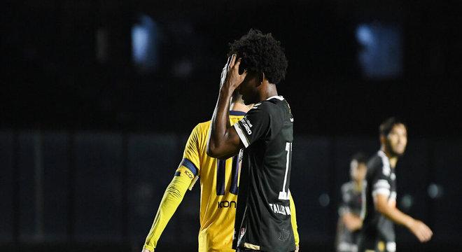 Talles Magno lamenta chance desperdiçada contra o Madureira