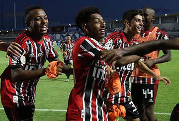 Talles - São Paulo - Meia - 18 anos: Tem contrato com o São Paulo até 31 de maio de 2023, assim como Patryck. Ele chegou ao Tricolor com 11 anos e já fez mais de 100 partidas com a camisa do clube. Também esteve na conquista do Mundial Sub-17 com a seleção brasileira