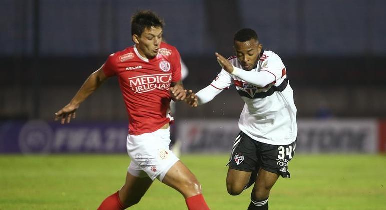 Talles Costa, promessa do São Paulo, foi titular na partida contra o Rentistas