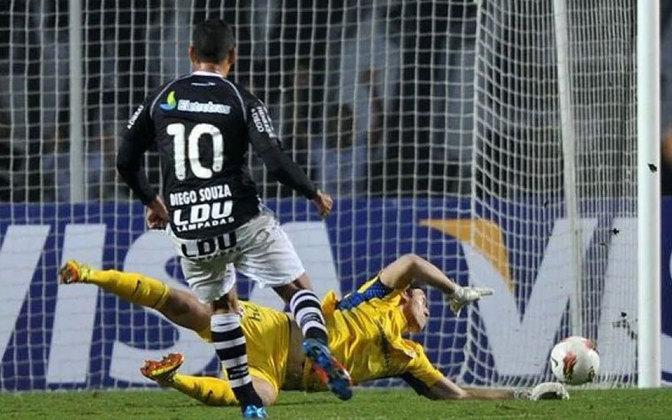 Talvez o lance mais marcante de sua carreira, a defesa contra o Vasco em chute de Diego Souza é relembrada até hoje por sua importância e complexidade na conquista da Libertadores de 2012. O estádio todo comemorou o feito como se fosse um gol do arqueiro.
