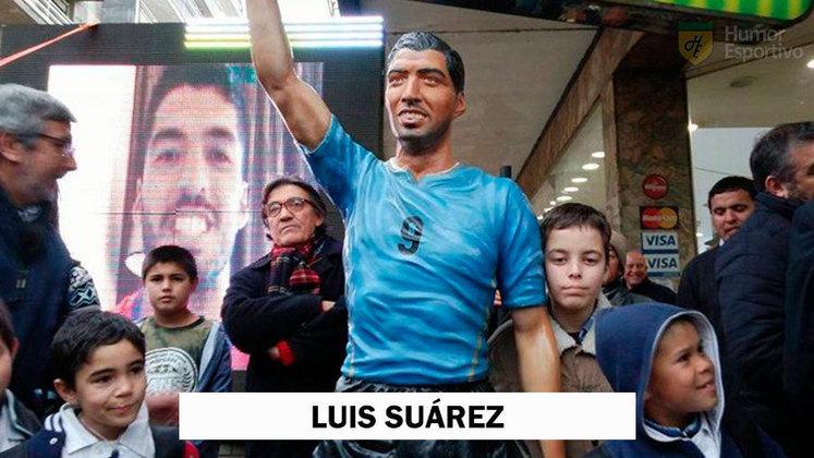 Talvez uma das esculturas mais estranhas do futebol: homenagem a Luis Suárez no Uruguai