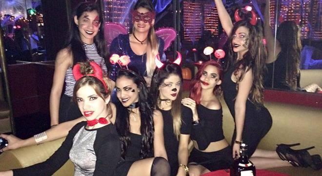 Grupo 'cubano' de 'bailarinas' . Na rede social oficial do Tamariz