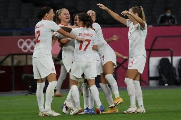 Também às 9h, vai rolar a bola para a grande final do futebol feminino, entre Suécia e Canadá.