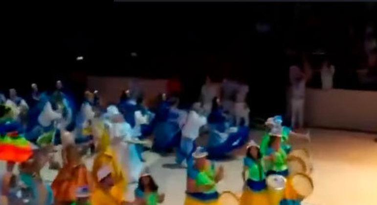 Também conhecida como Festival Folclórico de Parintins, essa festa tem a disputa entre bois folclóricos. Ela acontece no último final de semana de junho no Bumbódromo, na cidade de Parintins, no Amazonas.
