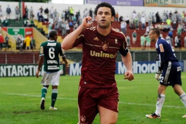Também em 2011, foi artilheiro do Campeonato Brasileiro com 22 gols nos 25 jogos que participou.