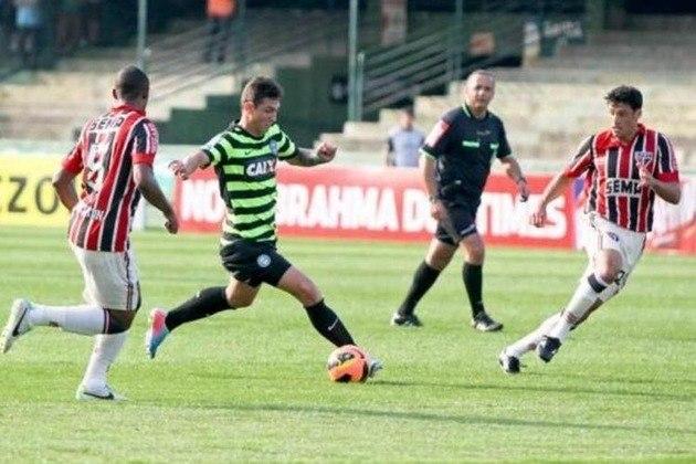 Também em 2013, o São Paulo utilizou contra um uniforme em homenagem a Leônidas da Silva.