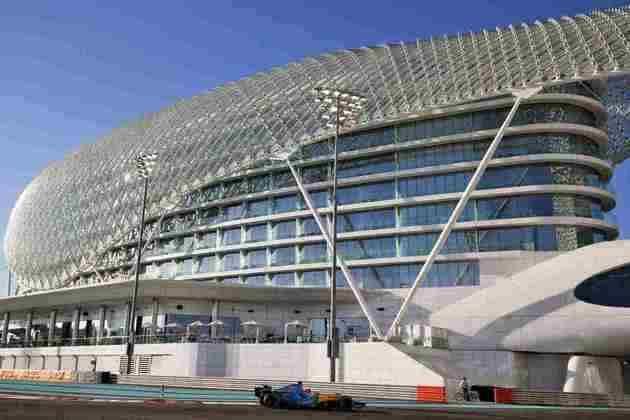 Também foi a primeira vez que o R25 apareceu em Abu Dhabi, já que circuito só estreou na F1 em 2009.