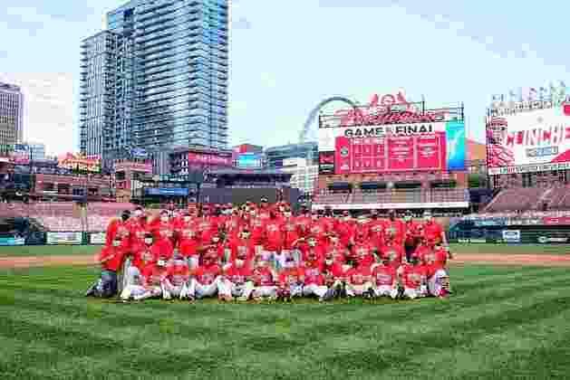 Também na MLB, 18 integrantes do St. Louis Cardinals, entre jogadores e outros profissionais, foram diagnosticados com a doença ao mesmo tempo.