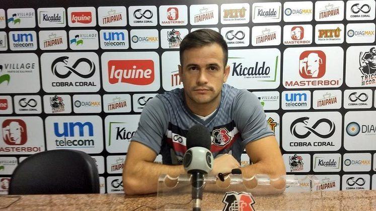 Também na Série C, PIPICO, de 35 anos, segue como expoente do Santa Cruz. O atacante já rodou por clubes modestos do Rio de Janeiro e também por Vasco, Atlético-GO e Guarani.