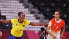Brasil supera a Hungria e vence a primeira no handebol feminino