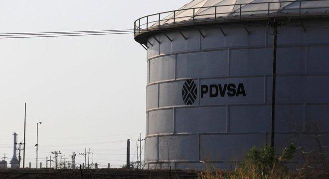 O disputa entre grupos políticos pelo controle da indústria de petróleo está na origem da fratura da sociedade venezuelana entre chavistas e antichavistas
