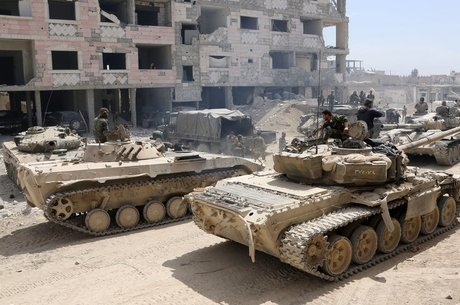 As forças leais ao presidente Assad avançaram no fim de semana em direção a Douma, onde supostamente houve ataque com armas químicas