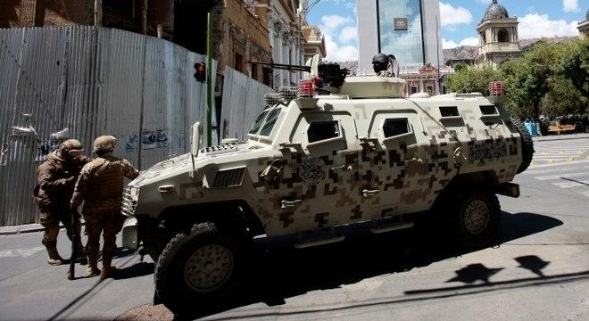 Evo denunciou a presença de tanques militares em La Paz