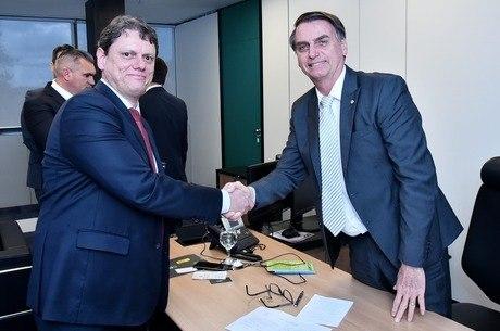 Bolsonaro vai assinar projeto de lei da cabotagem