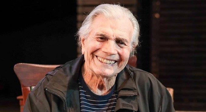 Ator Tarcísio Meira morreu aos 85 anos, após complicações da covid-19