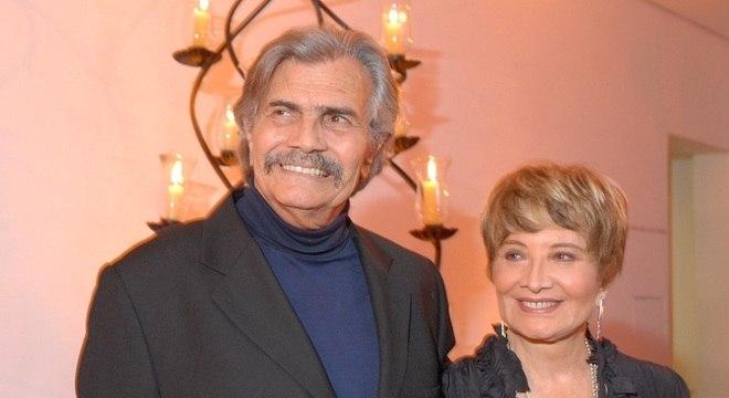 """Tarcísio Meira e Glória Menezes foram dispensados da Globo após 53 anos. Tarcísio dará uma entrevista exclusiva ao """"Balanço Geral"""" nesta sexta-feira."""