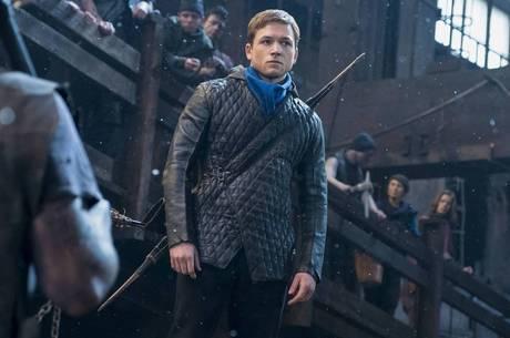 Taren Egerton é Robin Hood