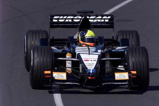 Tarso Marques correu pela Minardi em 2001, ao lado de Fernando Alonso, mas sequer terminou o ano: foi trocado por Alex Yoong