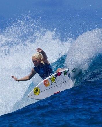A brasileira foi campeã mundial júnior em 2013 e 2014 e estreou no circuito mundial em 2015. Como ela tem apenas 23 anos, é tida como uma das promessas do surfe feminino
