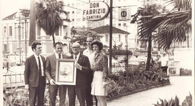 Dan, Dino, o Don, Mário e Yolanda, em Santos