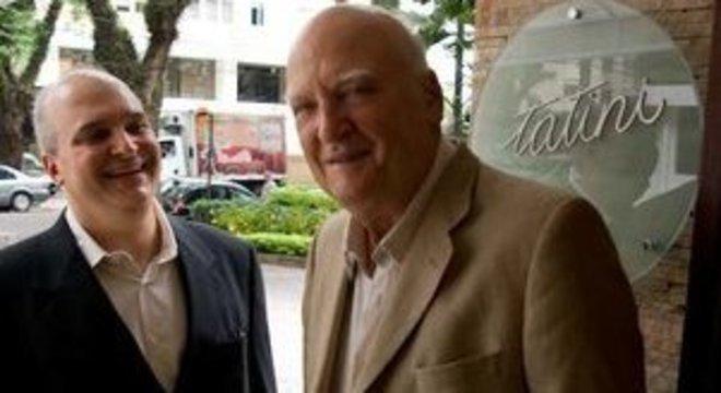 Com Fabri, à porta do restaurante