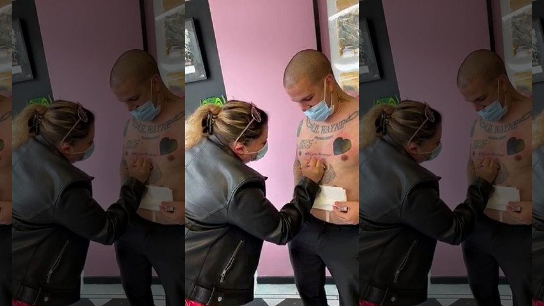 Jovem tatuou o pedido de casamento