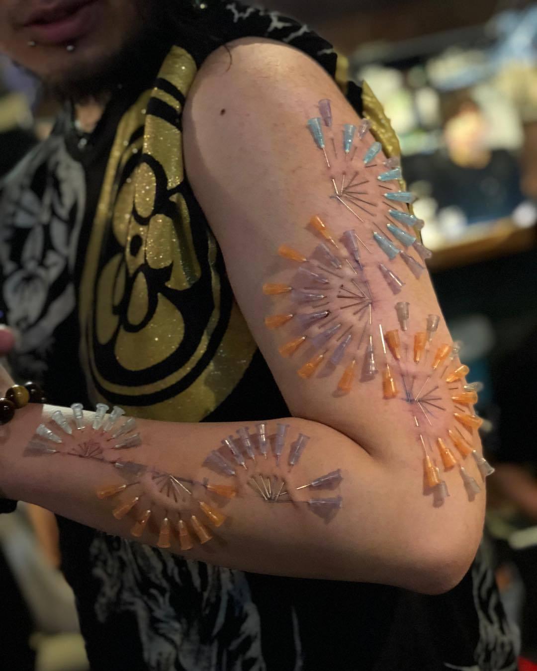 Tatuagem Com Agulhas Na Pele Dá Para Encarar Essa Fotos
