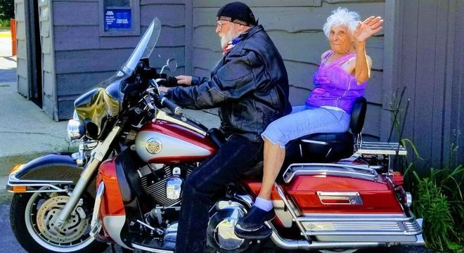 A senhora andou de moto também pela 1ª vez na vida
