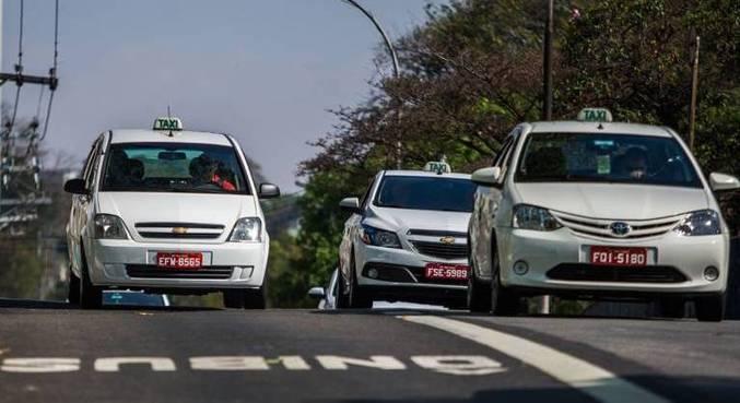 Projeto de vereadores de SP garante direito a taxistas de usar faixas de ônibus