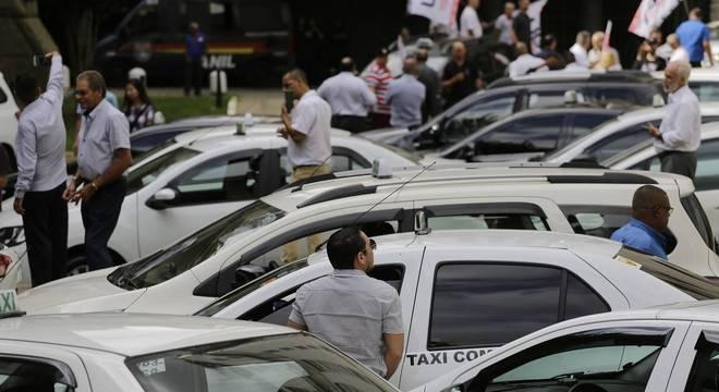 Taxistas protestam em São Paulo contra regulamentação dos aplicativos